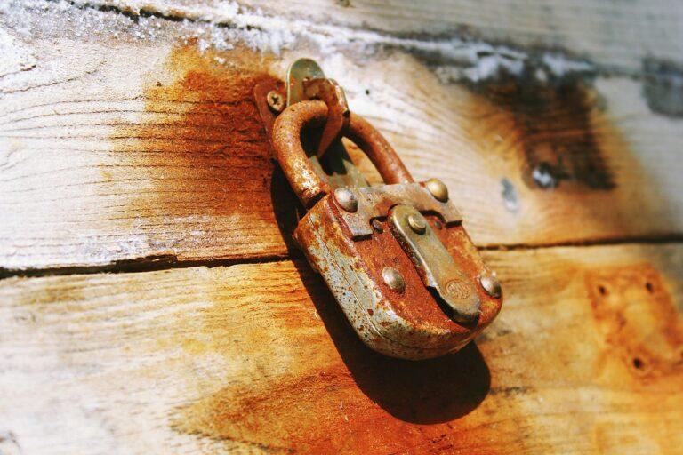 Serratura bloccata: come aprire la porta